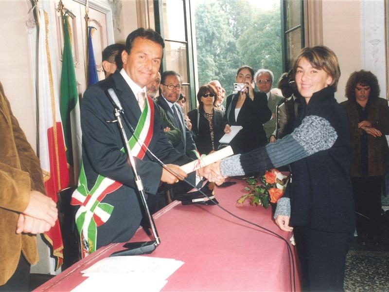2002 AVIS
