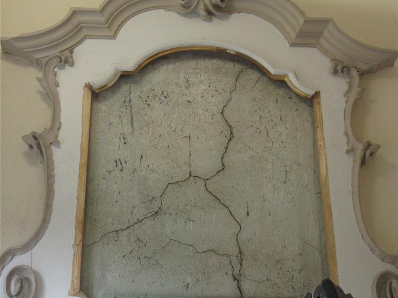 Il muro originale con tracce di precedenti colori