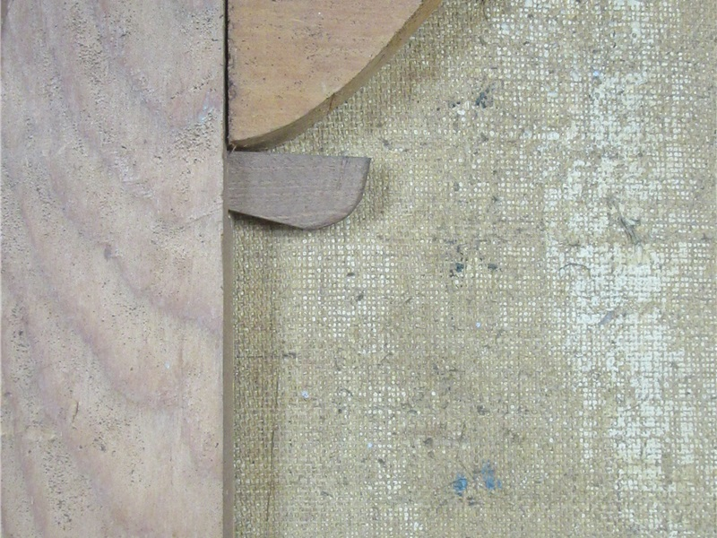 Retro della cornice con chiusura a chiave di legno