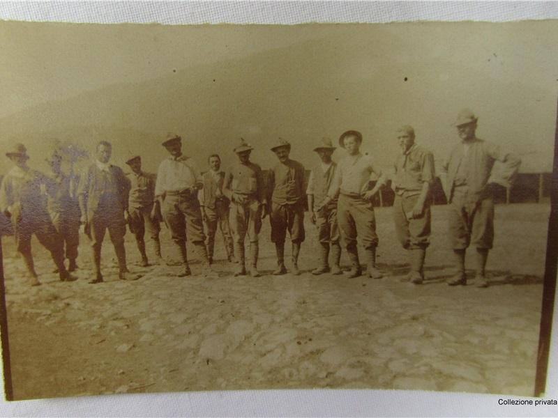 Fotografia 'Gruppo di coraggiosi alpini reduci dal Monte Ortigara', 1917
